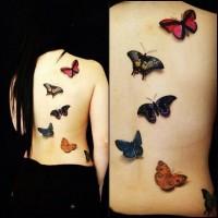 Body painting dos de femme avec papillons 3D