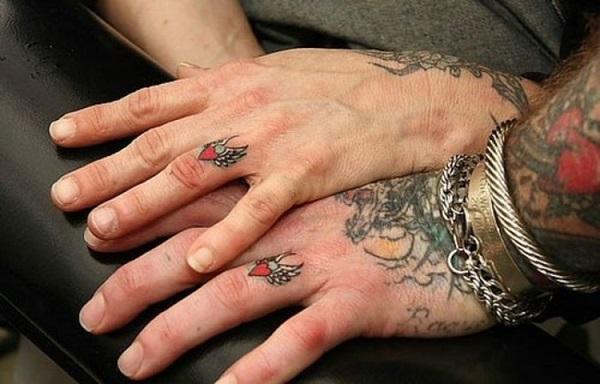 25 id es originales de tatouages pour couples. Black Bedroom Furniture Sets. Home Design Ideas