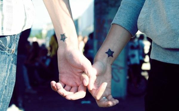 Couple-Tattoo-etoile-poignet