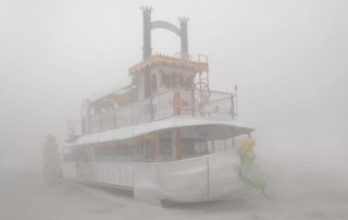 Portraits-Gabriel-de-la-Chapelle-bateau-amazonie-proue-sirene-brume-brouillard