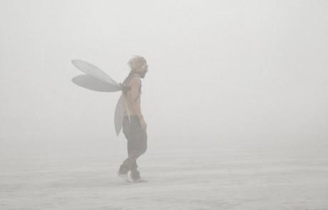 Portraits-Gabriel-de-la-Chapelle-homme-ailes-masque-lunette-brume-brouillard