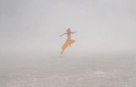 Portraits-Gabriel-de-la-Chapelle-homme-pantalon-jaune-turban-brume-brouillard