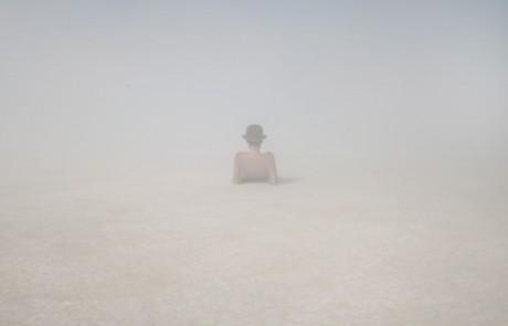 Portraits-Gabriel-de-la-Chapelle-magritte-homme-chapeau-melon-brume-brouillard