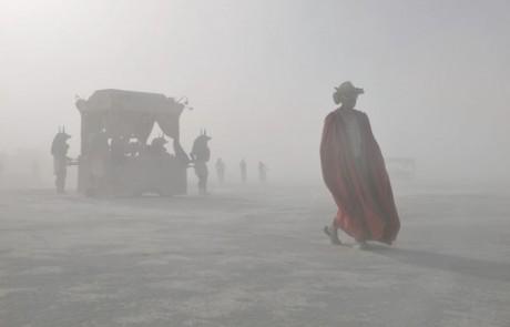 Portraits-Gabriel-de-la-Chapelle-scene-car,aval-homme-masque-chaise-porteur-anubis-brume-brouillard