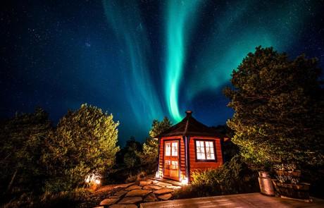 architecture-norvegienne-conte-fee-maison-aurore-boreale