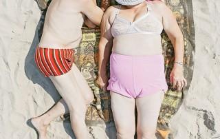 bains-de-soleil-couple-personnes-agees
