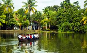 chemin-ecolier-dangereux-Inde-Kerala
