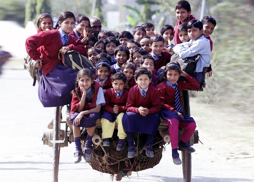 chemin-ecolier-dangereux-Inde-charette