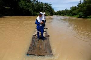 chemin-ecolier-dangereux-Indonesie-Cilangkap