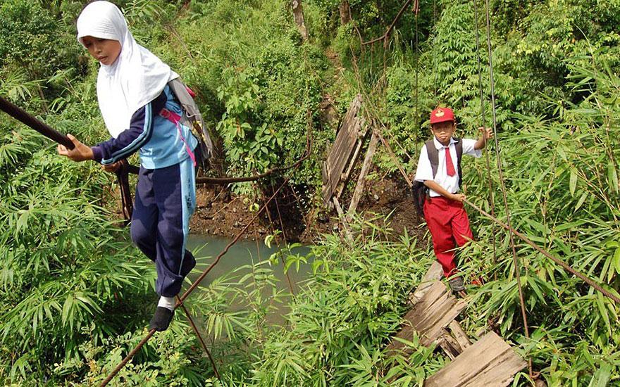 chemin-ecolier-dangereux-Indonesie-Padang-Sumatra-1