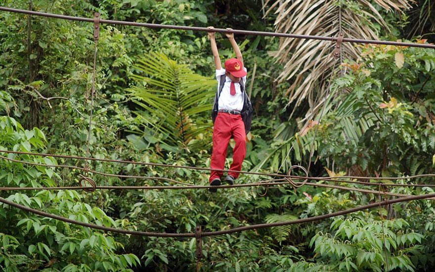 chemin-ecolier-dangereux-Indonesie-Padang-Sumatra-2