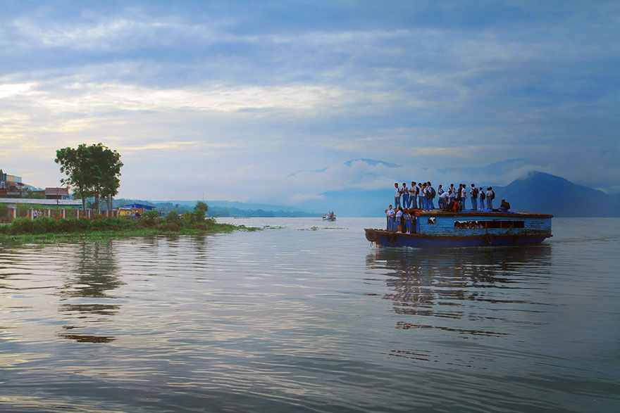 chemin-ecolier-dangereux-Indonesie-Pangururan