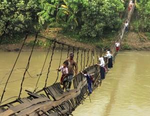 chemin-ecolier-dangereux-Lebak-Indonesie-1