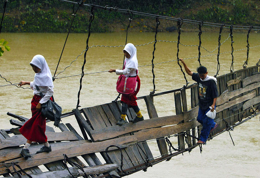 chemin-ecolier-dangereux-Lebak-Indonesie-2