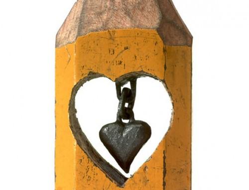 Sculptures minuscules sur la pointe d'un crayon