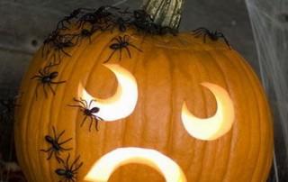 halloween-citrouille-jack-o-lantern-araignees-smiley