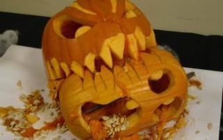 halloween-citrouille-jack-o-lantern-mange-devore-autre-citrouille-hurlante