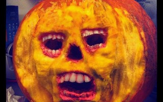 halloween-citrouille-jack-o-lantern-momie-sortant-citrouille