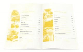 menu-restaurant-carte-atypique-couleur-jaune-marche-niche-1
