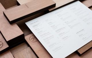 menu-restaurant-carte-bois-simple-austere-1