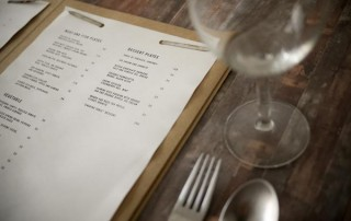 menu-restaurant-carte-papier-kraft-simple-epure-branding-carte-visite-flyer-2