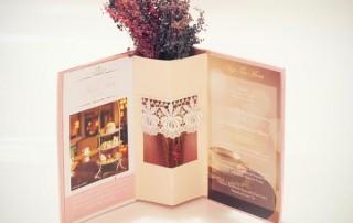 menu-restaurant-carte-presentoir-pot-fleur-pastel-cosy-1