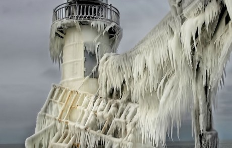 phare-Saint-joseph-michigan-USA-glace-polaire-Thomas-Zakowski