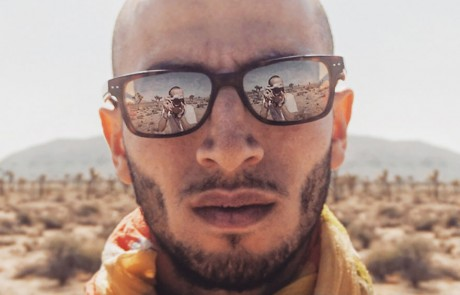 selfies-desertiques-surrealistes-Ari-Fararooy-lunette-soleil