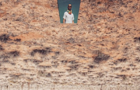 selfies-desertiques-surrealistes-Ari-Fararooy-sans-dessus-dessous