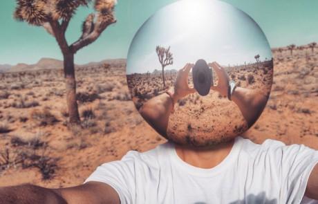 selfies-desertiques-surrealistes-Ari-Fararooy-sphere