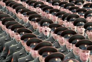 soldat-russe-baille-defile