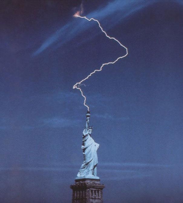 statue-liberte-eclair-torche