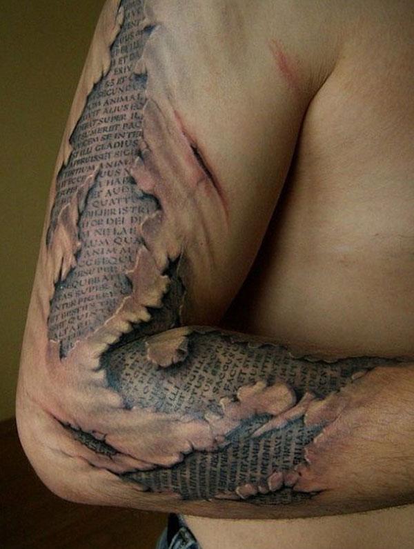 tatoo-bras-ecorche-texte-latin