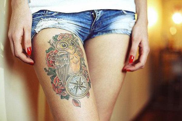 tatouage-jambe-chouette-boussole