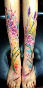 tatouage-jambe-fleur-lavande-aquarelle