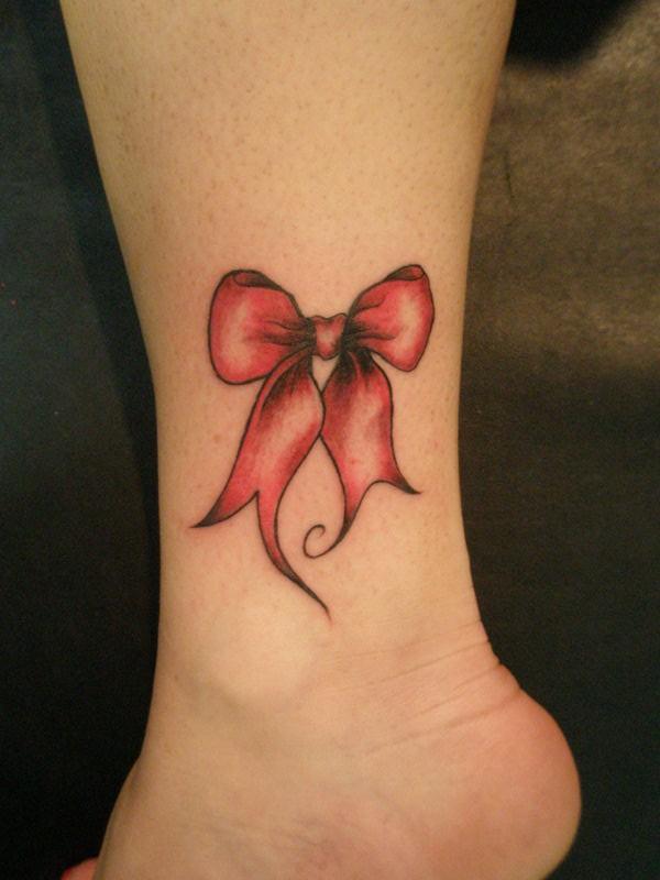 tatouage-jambe-noeud-rouge