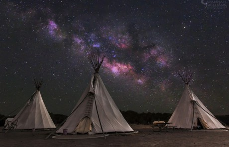 voie-lactee-etoilee-tentes-indiennes-tipis